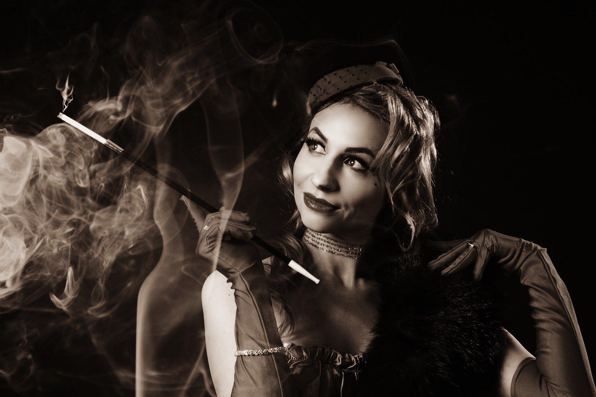 紀子様 タバコ 画像